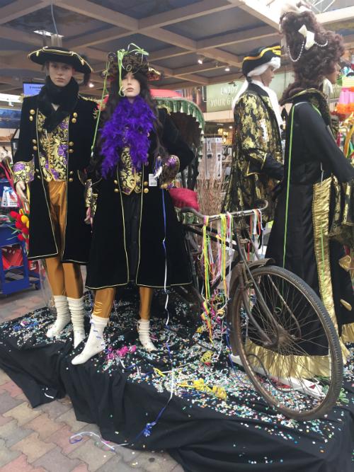 Carnaval kleding tuincentrum Leurs Venlo