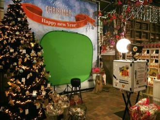 Maak een selfie bij de selfie box op onze kerstshow activiteiten tuincentrum leurs - Maak een grind steegje ...